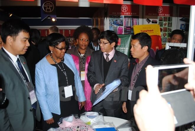 Visitors to Vietnam's booth at the South African International Trade Exhibition in 2015
