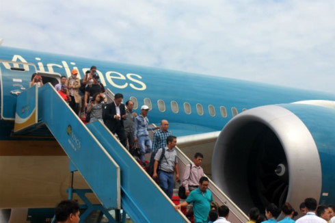 vietnam airlines offers free tickets to excellent students hinh 0