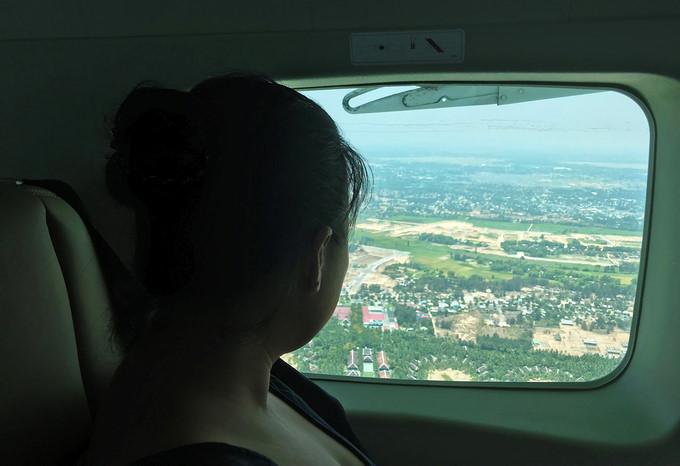 seaplane tour gives fresh glimpse of scenic da nang hinh 8