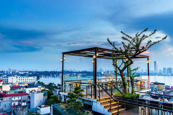 hanoi coffee shops offer fantastic skyline views hinh 13