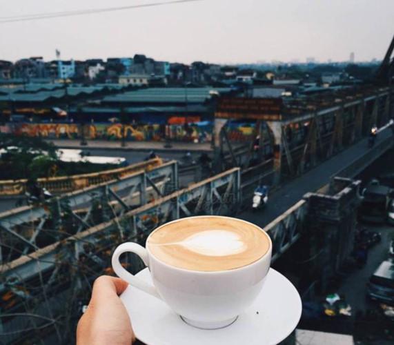 hanoi coffee shops offer fantastic skyline views hinh 1