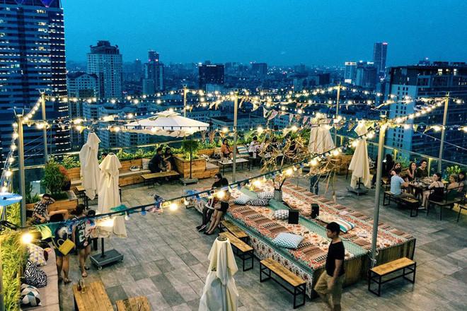 hanoi coffee shops offer fantastic skyline views hinh 7