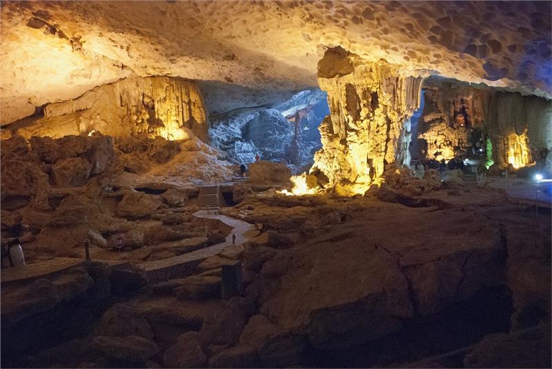 dau-go-cave-in-halong-bay-483