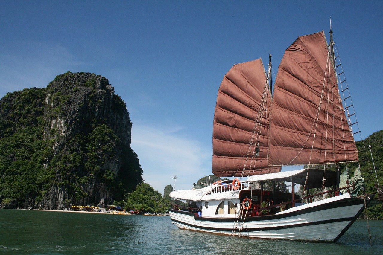 Impressive Accommodations in Ha Long Bay